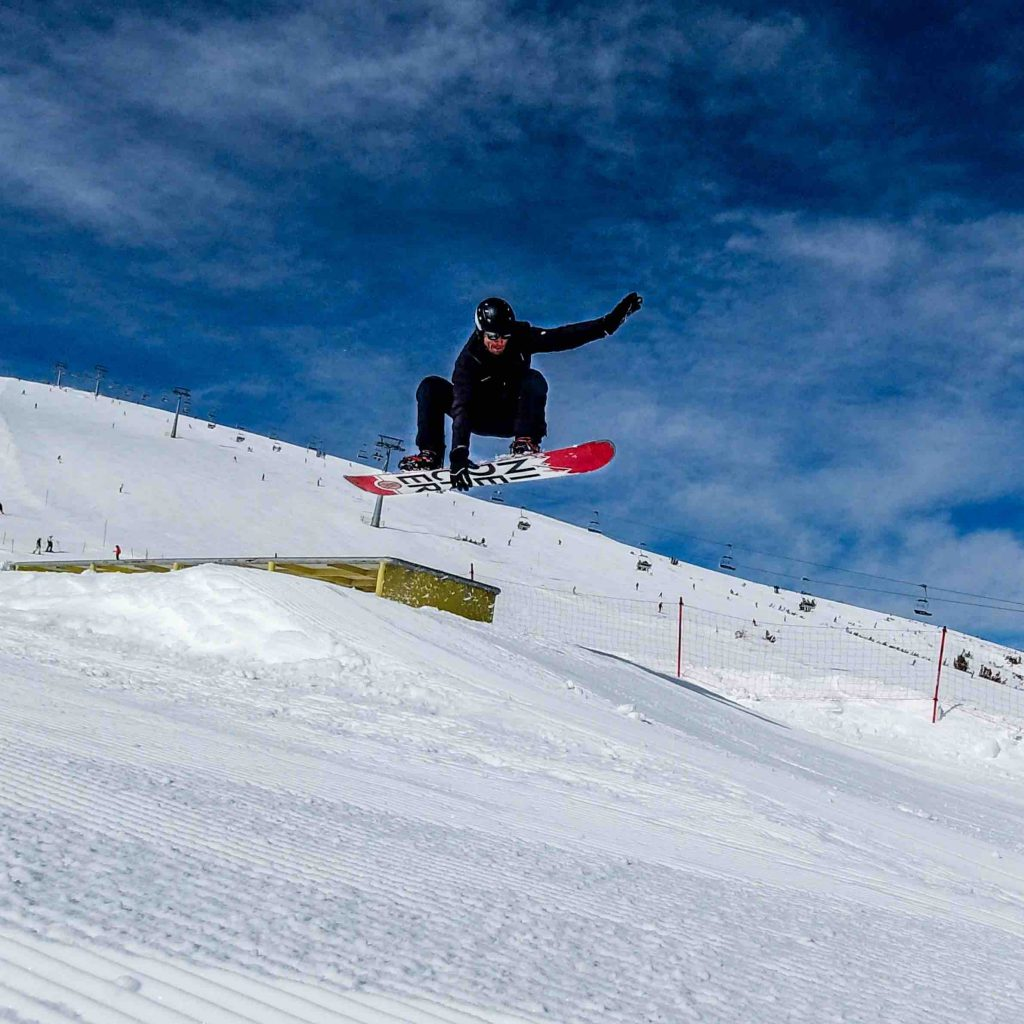 Francois-on-snowboard-making-a-jump-in-Bulgaria