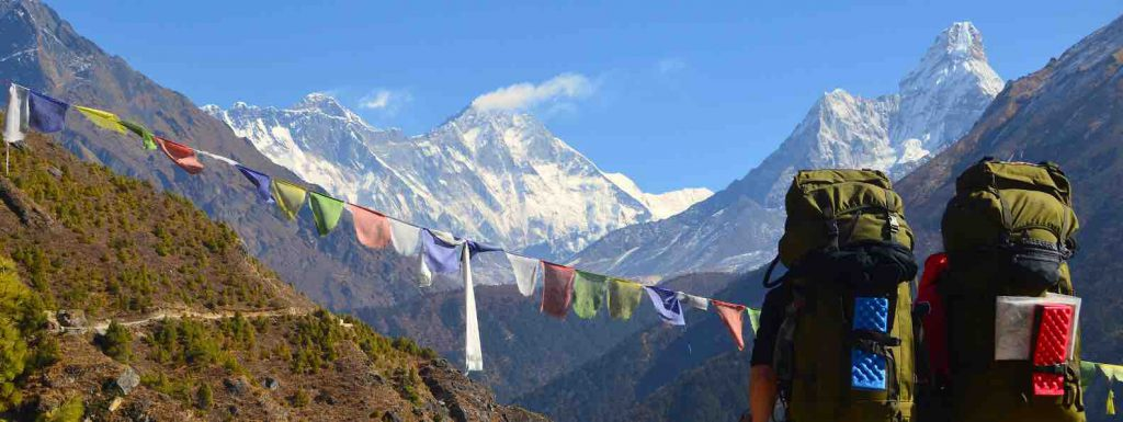 Rianna-and-Francois-with-big-backpacks-hiking-in-the-himalaya-of-Nepal